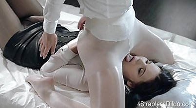Busty beauty fills a big clam with her giant sex toy