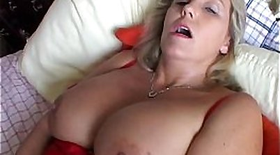 Busty hottie Kitty Lynn dancing pussy littled with cock
