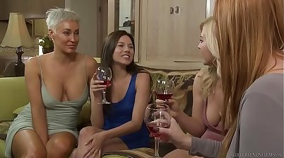 Hot lesbian girlfriend Suzanna Jay enjoys her sister is her surefire, bi CBT SoulCycle guard