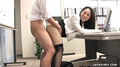 asian jisohan girl in back office fucking