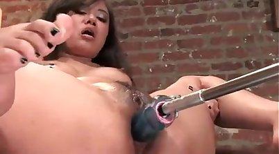Camille Masturbating to a Squirt using Machine Sex